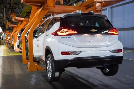 ¿Cuántas unidades del Chevrolet Bolt podrá General Motors producir y vender el primer año?