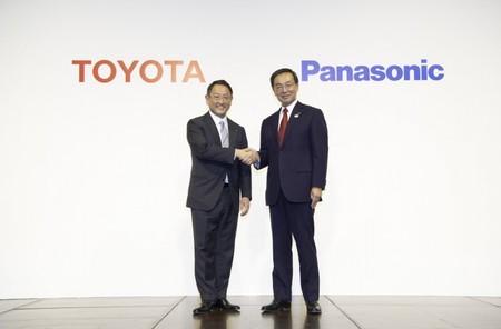 ¡En marcha! Panasonic y Toyota fabricarán baterías prismáticas y de estado sólido para coches eléctricos desde abril
