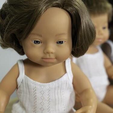 Muñecos con rasgos de niños con síndrome de Down y diferente tono de piel 'Mejor juguete 2020', y 12 premiados más