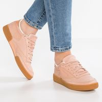 Por 44,95 euros tenemos las zapatillas Reebok Classic CLUB C 85 Fewer Better Things WL en Zalando