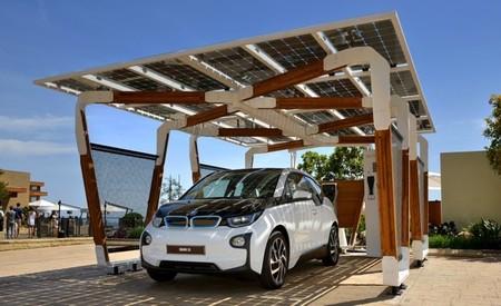 BMW i presenta su pérgola solar de aparcamiento