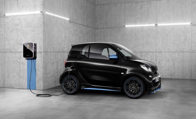 Ni tarjetas ni apps: Daimler quiere automatizar el proceso de pago en las recargas de coches eléctricos