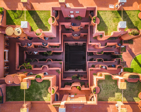 'Barcelona from above', explorando la geometría arquitectónica de la capital catalana a vista de dron por Márton Mogyorósy