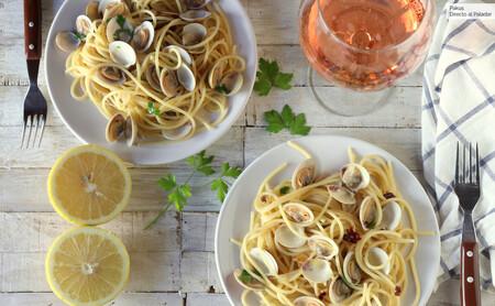 Espaguetis con almejas, el delicioso plato de pasta larga y marisco
