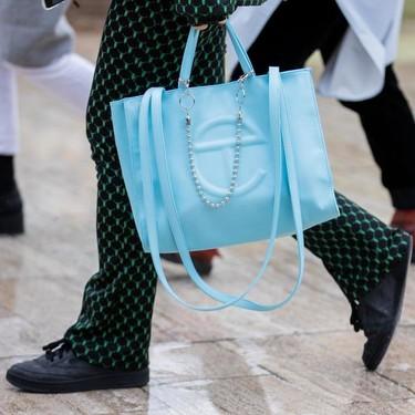 Los millennials han dado con su bolso perfecto: lo firma Telfar  y se ha convertido en una obsesión