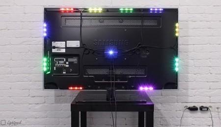 El sistema Lightpack instalado en una televisión