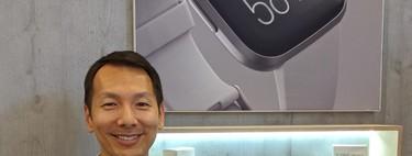 """""""Son más de 10 años de datos para nuestro servicio de salud, un nivel que pocos en este área tienen"""", entrevista a Dennis Hsu (director de producto de Fitbit)"""