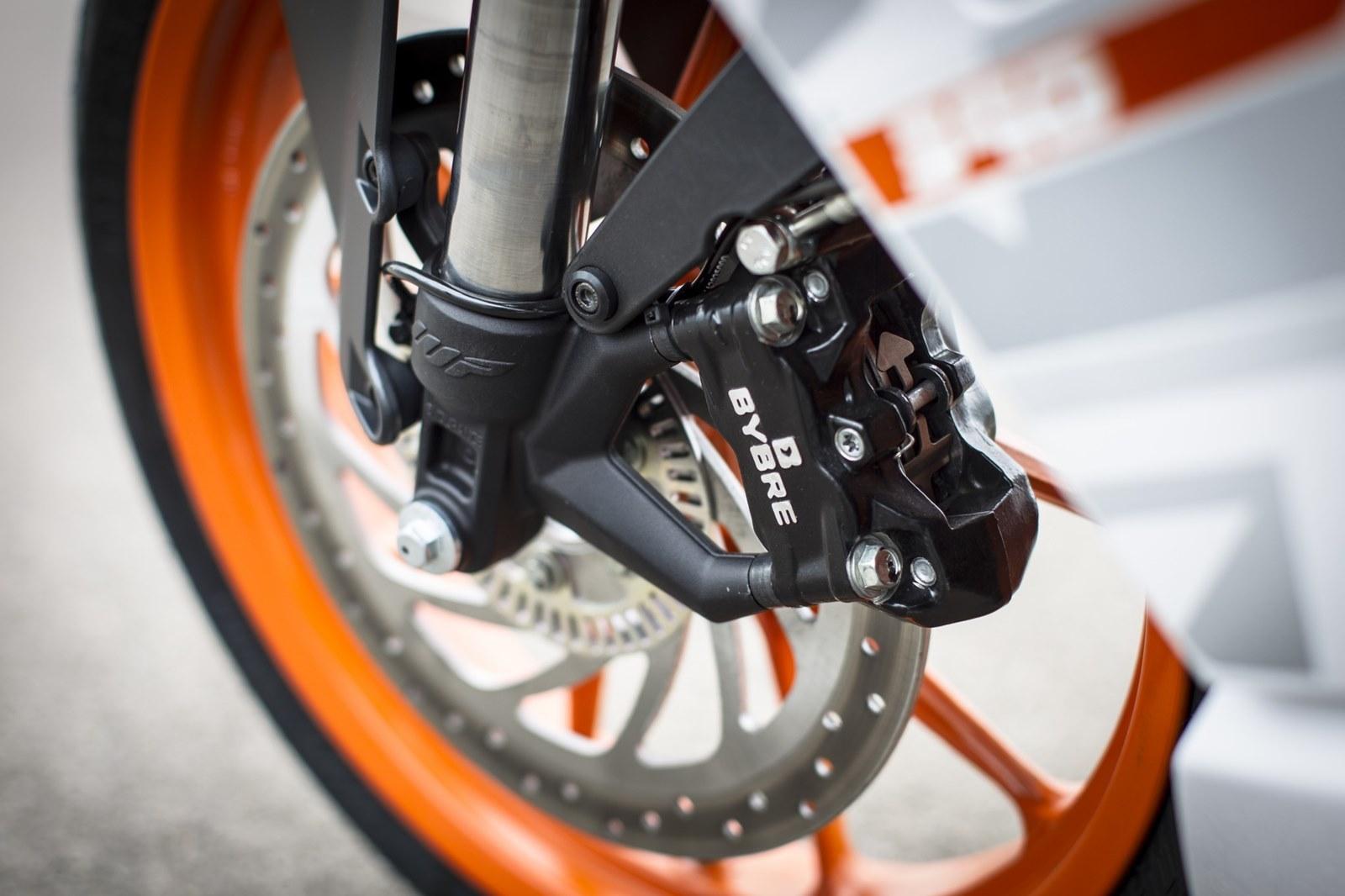 Foto de KTM RC 390, estudio y detalles (15/26)