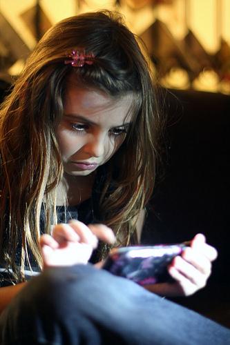 Un estudio sugiere registrar la edad de los niños que compren un teléfono móvil