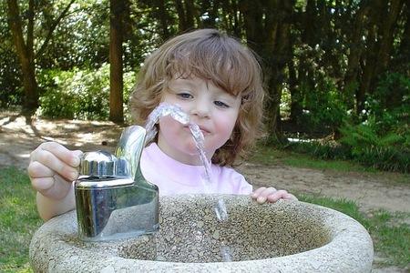 Recomendaciones de ingesta de agua en los niños