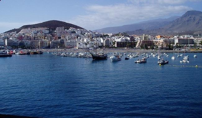Puerto de 'Los Cristianos' en Tenerife