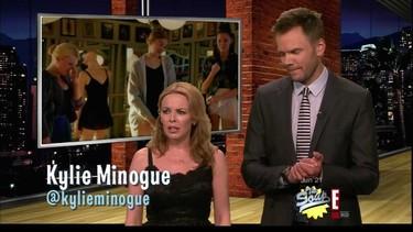 Kylie Minogue, la lorza de Joe Manganiello y unos Doritos©. Ahora unidlo todo