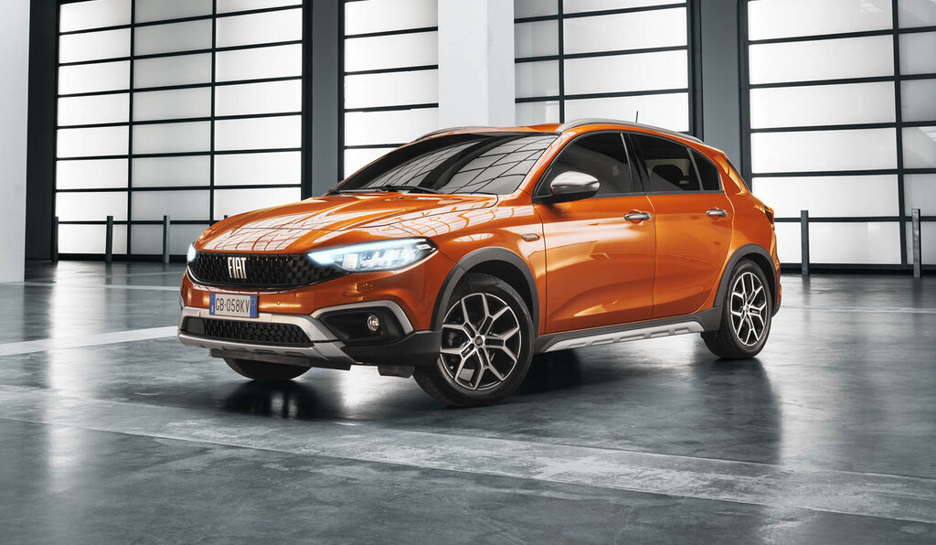 El nuevo Fiat Tipo estrena la versión campera Tipo Cross y motor gasolina, aunque mantiene los diésel en su gama