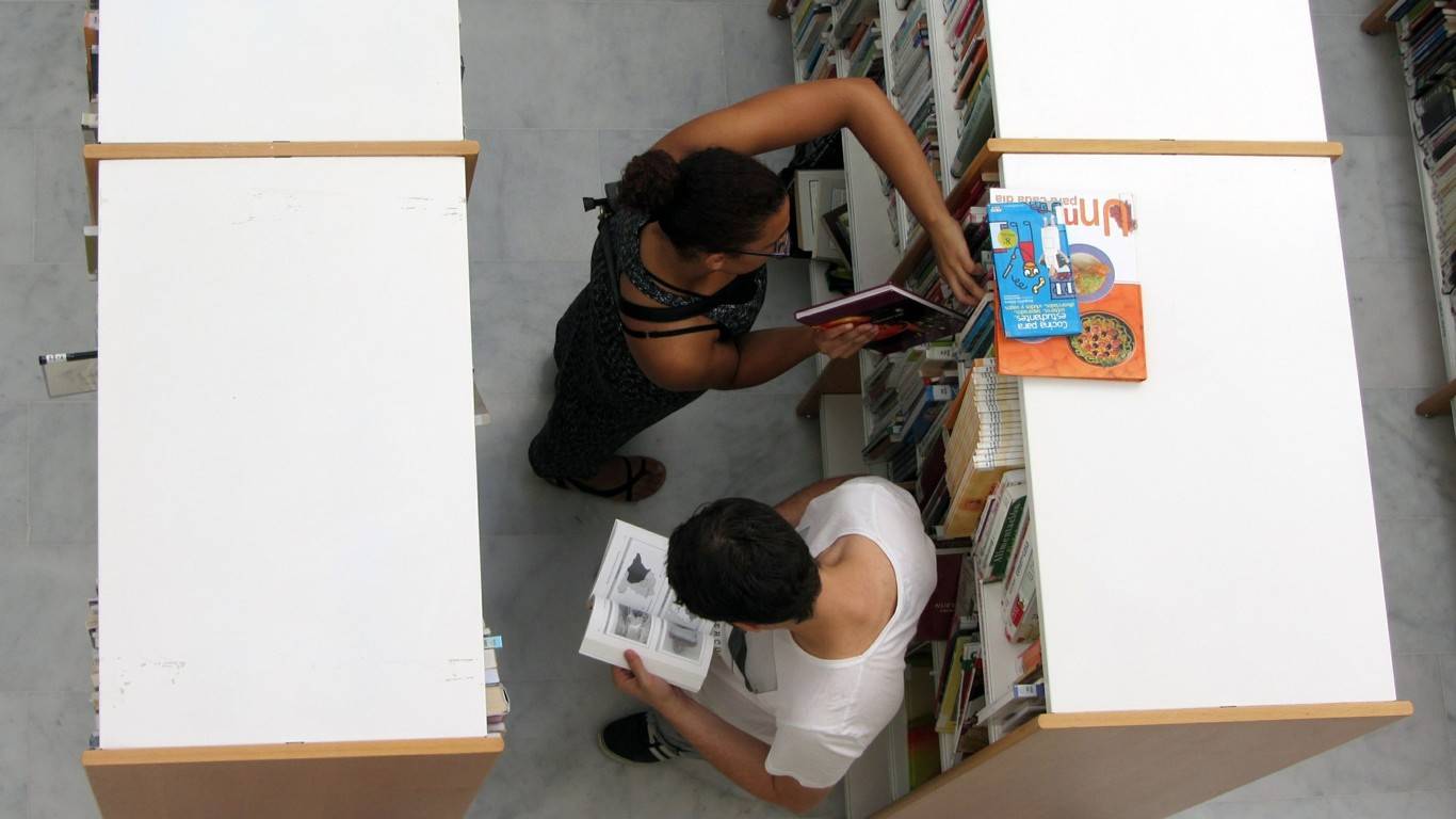 Library 545442 1920