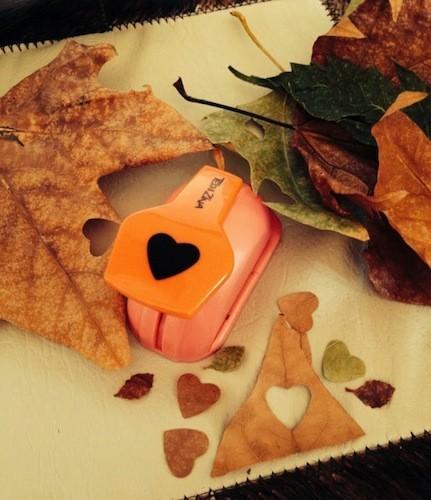 Manualidades con niños: formas de hojas de otoño con troqueles