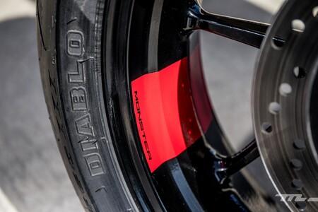 Ducati Monster 2021 025