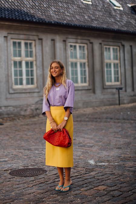 Lila y amarillo: apostamos por este combo de colores complementarios para ser el centro de todas las miradas