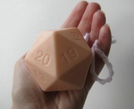 Jabón con forma de dado de rol, un D20