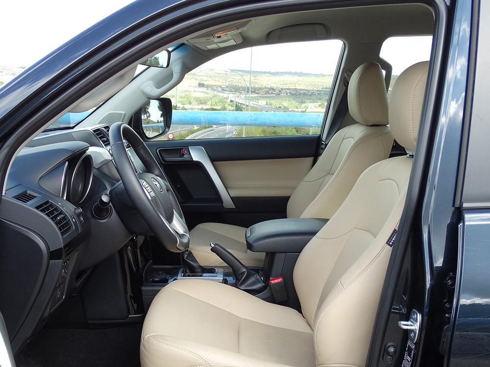 Foto de Interiores Toyota Land Cruiser 180D Auto VX Kirari Plus (13/14)