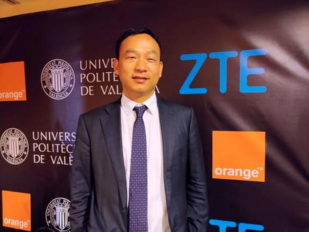 """""""4G y 5G van a coexistir durante un periodo de tiempo, no va a ser todo 5G de repente"""" Entrevista con Kun Hu, presidente de ZTE Europa"""