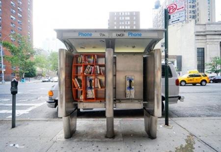 Convertir en estanterías públicas las cabinas de teléfonos, ¿buena o mala idea?