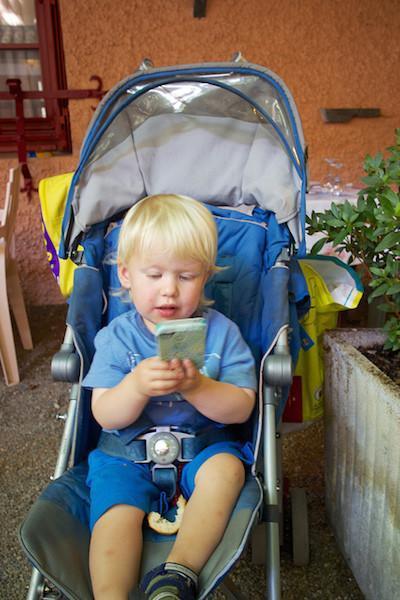 Reflexiona antes de comprarle a tu hijo un smartphone