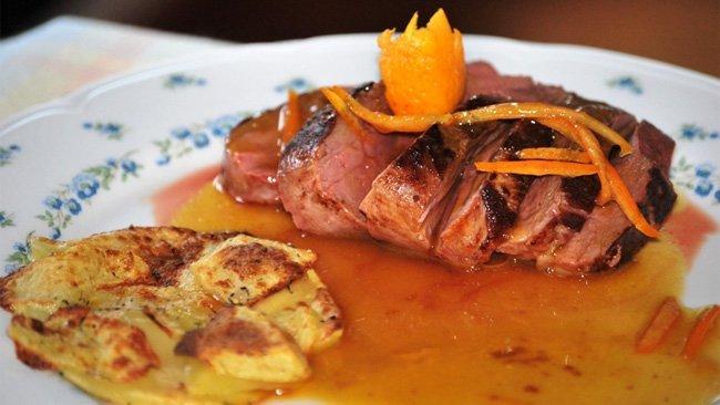 Magret de pato con salsa de naranja - presentación