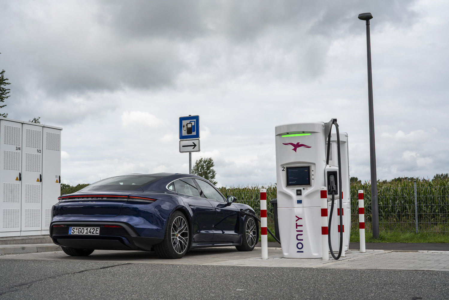 Foto de Porsche Taycan prueba contacto (12/275)