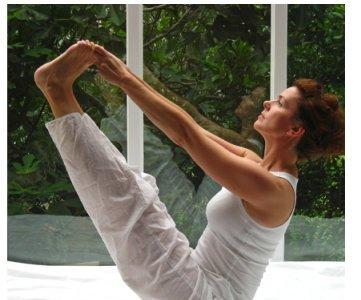 Practicar yoga mejoraría la estabilidad y el equilibrio en personas mayores