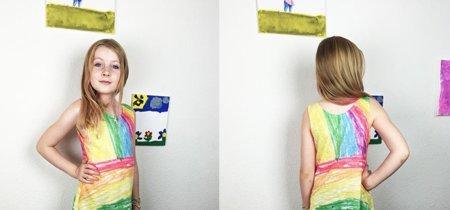 Una madre convierte en preciosos vestidos los dibujos de sus hijas