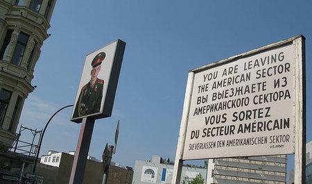 El Checkpoint Charlie: entre dos Berlines