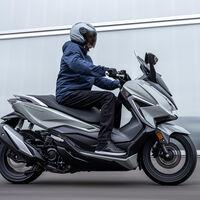 El Honda Forza 350 es el mismo scooter premium, pero ahora con más potencia y aún más equipamiento