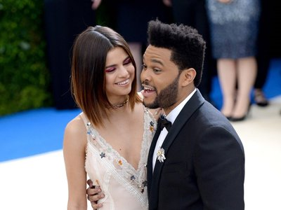 El nuevo disco de The Weeknd nos recuerda a Selena Gomez y a Bella Hadid... ¿se convertirá en el nuevo Taylor Swift?