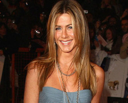 A Jennifer Aniston le sale caro su pelo
