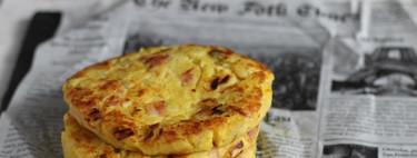 Tortitas individuales de patata, puerros y bacon. Receta de aperitivo