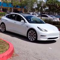 Los Tesla en Europa podrán aparcar y desaparcar solos con el Smart Summon, pero con importantes limitaciones