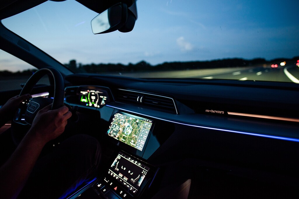 La familia de coches eléctricos Audi e-tron llevarán de serie un planificador de rutas para no tener que pensar