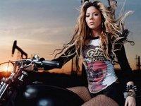 Waka, waka: sin casco NO, Shakira