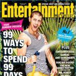 Nick Jonas marcando bíceps manguera en mano en la portada de Entertainment Weekly