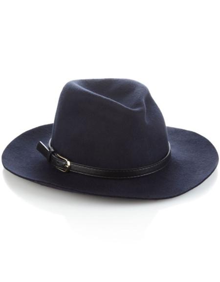 4cd6a4f7b14de Se llevan los sombreros... añade uno a tu look