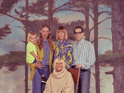 Una pesadilla hecha realidad: Balenciaga hace de las peores fotos familiares su nueva campaña de primavera