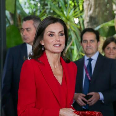 La reina Letizia apuesta por el rojo en su visita a Barcelona acompañada de la princesa Leonor y la infanta Sofía
