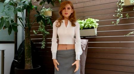 Un fan crea un robot réplica de Scarlett Johansson que responde a comandos por voz