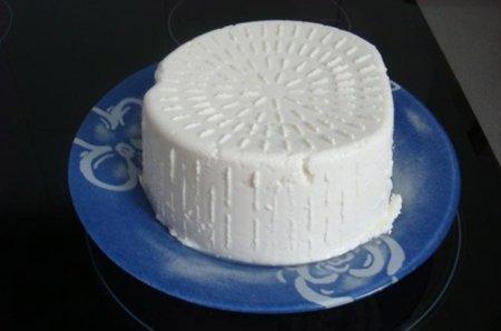Respuesta a la adivinanza: El requesón es el queso que menos grasa tiene