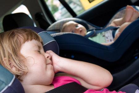Viajar con bebés: en coche