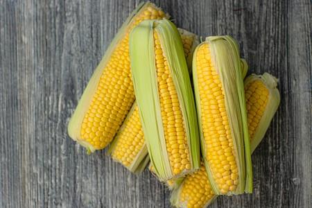 Maíz dulce, el cereal sin gluten que puedes disfrutar como una deliciosa verdura: propiedades, beneficios y cómo cocinarlo en casa