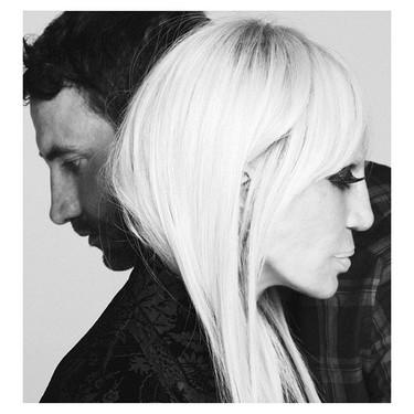 Donatella Versace posa para la nueva Givenchy Family Campaign