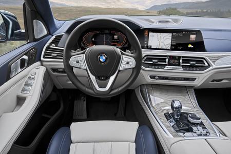 BMW X7 puesto conducción