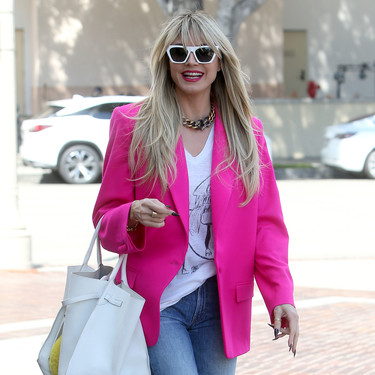 Siete americanas fucsias para copiar el look de Heidi Klum y comenzar la primavera a todo color
