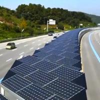 ¿Queremos más carriles bici? En Corea del Sur han levantado uno de 32 kms en autovía y cubierto de paneles solares